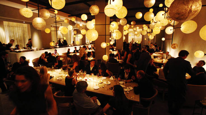 Chicago: The Jewel of the Midwest | Pump Room Interior | Move to Chicago
