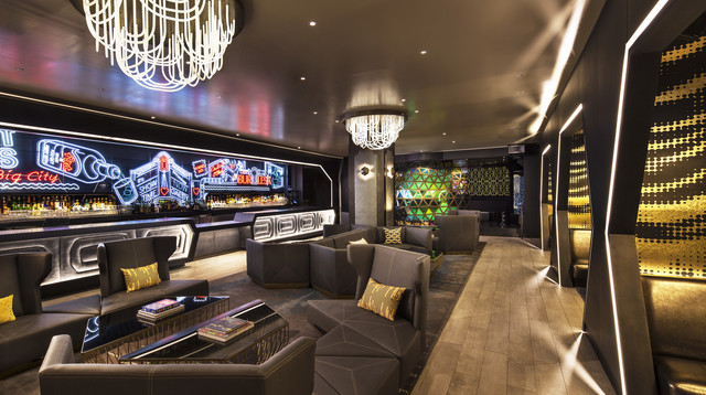 who1234cl-181919-Living Room Full Bar.jpg