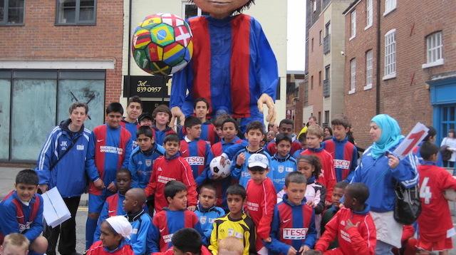 3-Giant-footballer-puppet-Abraham-Moss-JFC 640x.jpeg