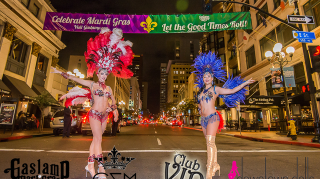 mardi gras dancers in the streets posing.jpg