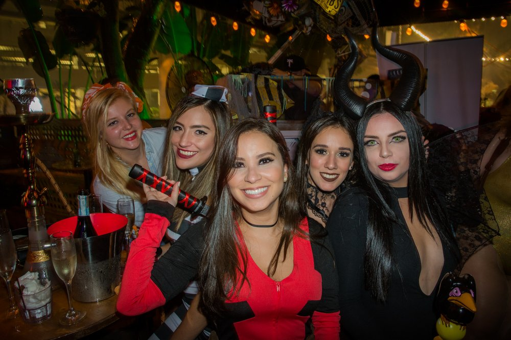 Wrigleyville Bar Crawl 2020 Halloween Chicago Halloween Weekend Bar Crawl   Tickets   Lucky Strike