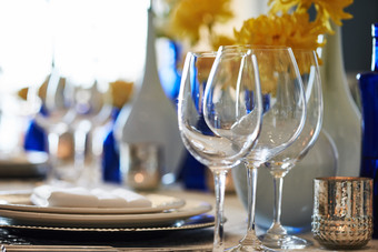 AFTERNOON WATERFRONT WINE & FASHION LUNCHEON FEATURING KIM CRAWFORD WINES