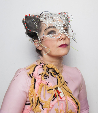 Mother: Bjork vs Robyn